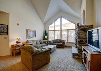 Gateway_Lodge_Unit_5096-large-011-Living_Room-1500x997-72dpi